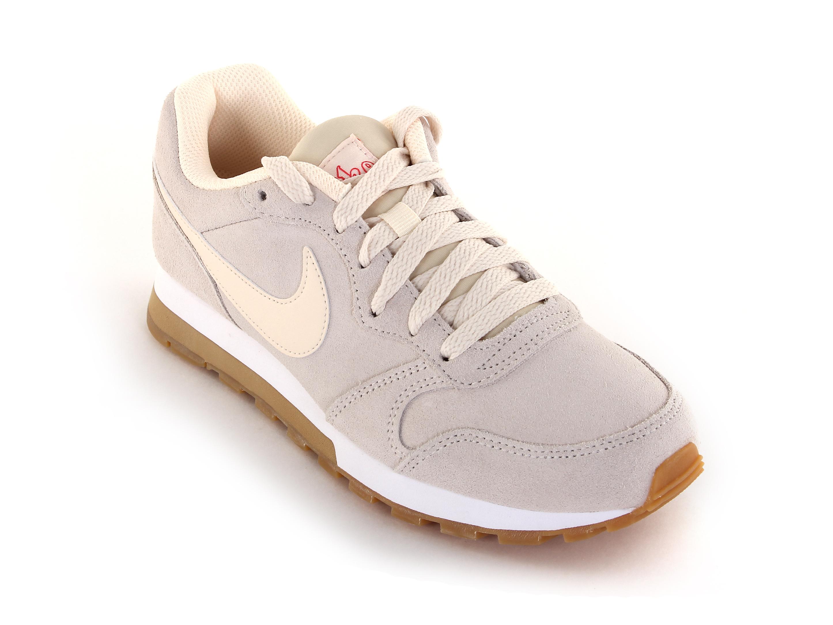 1f24d236 Кроссовки женские Nike MD Runner 2 SE - Сеть спортивных магазинов ...