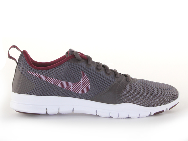 e6ee2e71 Кроссовки женские Nike Flex Essential Training - Сеть спортивных ...
