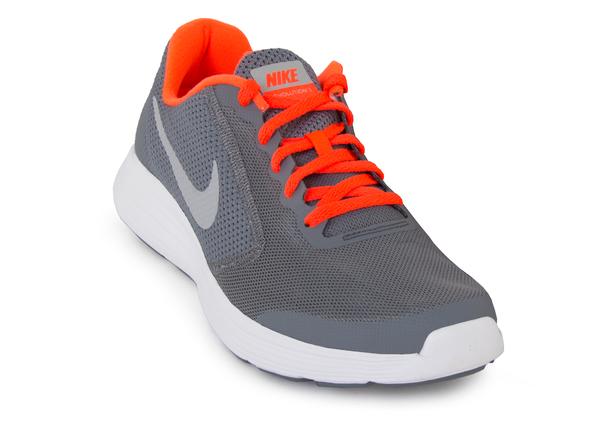 Кроссовки Nike Revolution 3